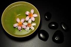 μαύρη bowl flowers spa πέτρα Στοκ Φωτογραφία