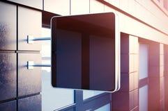 Μαύρη cristal ψηφιακή οθόνη στη bulding πόλη Συγκεκριμένες προσόψεις των σύγχρονων κτηρίων στο υπόβαθρο οριζόντιο πρότυπο Στοκ φωτογραφίες με δικαίωμα ελεύθερης χρήσης