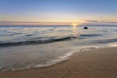 Μαύρη Dawn-άγρια παραλία Στοκ εικόνες με δικαίωμα ελεύθερης χρήσης