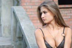 μαύρισμα κοριτσιών Στοκ φωτογραφία με δικαίωμα ελεύθερης χρήσης