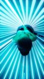 Μαύρισμα στο σολάρηο κρεβατιών στοκ φωτογραφία με δικαίωμα ελεύθερης χρήσης