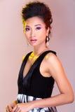 Μαύροι ανοικτοί ώμοι που εξισώνουν το φόρεμα σφαιρών εσθήτων ασιατικό σε όμορφο Στοκ εικόνες με δικαίωμα ελεύθερης χρήσης