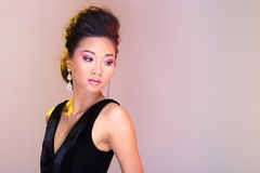 Μαύροι ανοικτοί ώμοι που εξισώνουν το φόρεμα σφαιρών εσθήτων ασιατικό σε όμορφο Στοκ εικόνα με δικαίωμα ελεύθερης χρήσης