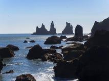 Μαύροι βράχοι για Vik στην Ισλανδία Στοκ Φωτογραφίες