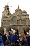 Μαύροι μίμοι με προσωπείο και καθεδρικός ναός της Βάρνας Στοκ Εικόνα