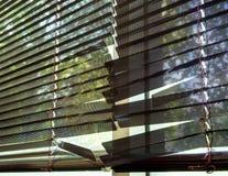 Μαύροι μεταλλικοί τυφλοί που σπάζουν Στοκ Εικόνα