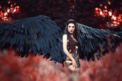 Μαύρος άγγελος Όμορφος κορίτσι-δαίμονας Στοκ Εικόνες