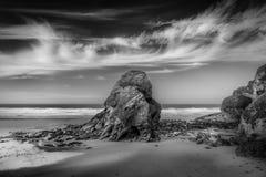 Μαύρος βράχος Humphrey, παραλία Whipsiderry, Newquay, Κορνουάλλη στοκ εικόνες με δικαίωμα ελεύθερης χρήσης