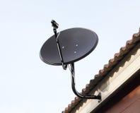 μαύρος δορυφόρος πιάτων κεραιών Στοκ Φωτογραφία