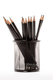 Μαύρος κάτοχος μολυβιών με τα μολύβια στοκ εικόνες