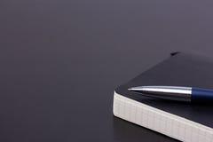 Μαύρος καθημερινός αρμόδιος για το σχεδιασμό με τη μάνδρα σφαιρών πολυτέλειας Στοκ εικόνες με δικαίωμα ελεύθερης χρήσης