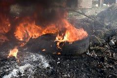 μαύρος καπνός φλογών Στοκ φωτογραφίες με δικαίωμα ελεύθερης χρήσης