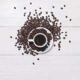 Μαύρος καφές στην άσπρα κούπα και τα σιτάρια Στοκ Εικόνα