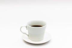 μαύρος καφές στην άσπρη κούπα καφέ Στοκ φωτογραφίες με δικαίωμα ελεύθερης χρήσης
