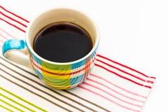 μαύρος καφές στην κούπα καφέ χρώματος Στοκ φωτογραφία με δικαίωμα ελεύθερης χρήσης