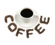 Μαύρος καφές στον άσπρο ΚΑΦΕ κειμένων κοσμητόρων φλυτζανιών και καφέ που απομονώνεται στο λευκό Στοκ Εικόνες