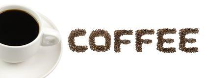 Μαύρος καφές στον άσπρο ΚΑΦΕ κειμένων κοσμητόρων φλυτζανιών και καφέ που απομονώνεται στο λευκό Στοκ φωτογραφία με δικαίωμα ελεύθερης χρήσης