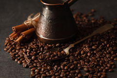 Μαύρος καφές στον πίνακα Στοκ Εικόνες