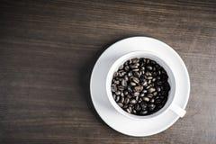 Μαύρος καφές στο άσπρο φλυτζάνι στο ξύλινο υπόβαθρο Στοκ φωτογραφίες με δικαίωμα ελεύθερης χρήσης