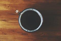 Μαύρος καφές στο δρύινο πίνακα Στοκ Εικόνες