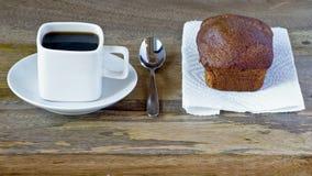 Μαύρος καφές στο τετραγωνικό φλυτζάνι Στοκ φωτογραφίες με δικαίωμα ελεύθερης χρήσης
