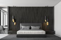 Μαύρος ξύλινος κύριος εσωτερικός στενός επάνω κρεβατοκάμαρων ελεύθερη απεικόνιση δικαιώματος