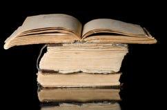 μαύρος παλαιός σωρός βιβλίων Στοκ εικόνα με δικαίωμα ελεύθερης χρήσης