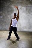 Μαύρος που εκτελεί τη χορογραφία χορού χιπ χοπ στοκ εικόνες