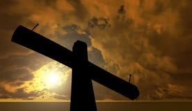 Μαύρος σταυρός ενάντια στον ουρανό Στοκ εικόνες με δικαίωμα ελεύθερης χρήσης