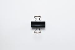 Μαύρος συνδετήρας συνδέσμων που απομονώνεται στο άσπρο υπόβαθρο Στοκ Φωτογραφία