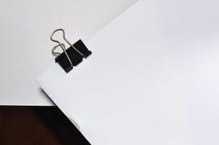Μαύρος συνδετήρας συνδέσμων που απομονώνεται στο άσπρο υπόβαθρο Στοκ Εικόνες