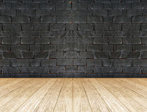 Μαύρος τουβλότοιχος και ξύλινο πάτωμα Στοκ εικόνες με δικαίωμα ελεύθερης χρήσης