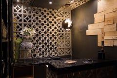 Μαύρος φραγμός κουζινών και κρασιού στοκ εικόνα