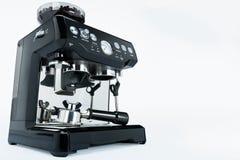 Μαύρος χειρωνακτικός κατασκευαστής καφέ με το μύλο σε ένα άσπρο υπόβαθρο, πλάγια όψη στοκ φωτογραφία