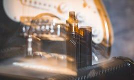 Μαύρος ψεκαστήρας στον καπνό Στοκ Φωτογραφία