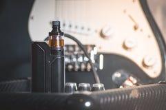 Μαύρος ψεκαστήρας στον καπνό Στοκ φωτογραφία με δικαίωμα ελεύθερης χρήσης