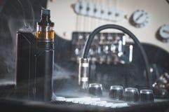 Μαύρος ψεκαστήρας στον καπνό Στοκ Φωτογραφίες