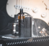 Μαύρος ψεκαστήρας στον καπνό Στοκ εικόνα με δικαίωμα ελεύθερης χρήσης