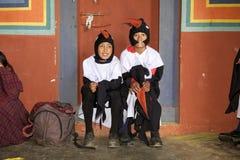 Μαύρος-necked χορευτές γερανών στο μοναστήρι Gangtey, Gangteng, Μπουτάν Στοκ εικόνες με δικαίωμα ελεύθερης χρήσης