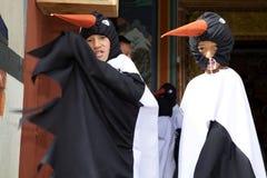 Μαύρος-necked χορευτές γερανών στο μοναστήρι Gangtey, Gangteng, Μπουτάν Στοκ Εικόνες
