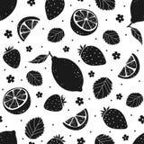 Μαύρο άνευ ραφής σχέδιο φραουλών και λεμονιών επίσης corel σύρετε το διάνυσμα απεικόνισης Στοκ φωτογραφίες με δικαίωμα ελεύθερης χρήσης