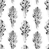 Μαύρο άσπρο άνευ ραφής σχέδιο των τυπωμένων δρύινων φύλλων Στοκ Φωτογραφίες