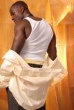 μαύρο αρσενικό γδύσιμο στοκ εικόνες