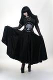 μαύρο γοτθικό βαμπίρ κοριτσιών φορεμάτων Στοκ φωτογραφία με δικαίωμα ελεύθερης χρήσης