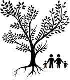 Μαύρο δέντρο με την οικογένεια Στοκ εικόνες με δικαίωμα ελεύθερης χρήσης