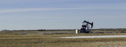 μαύρο λευκό σκίτσων πλατφορμών άντλησης πετρελαίου ανασκόπησης Στοκ φωτογραφίες με δικαίωμα ελεύθερης χρήσης