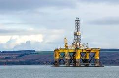 μαύρο λευκό σκίτσων πλατφορμών άντλησης πετρελαίου ανασκόπησης Στοκ Εικόνες