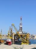 μαύρο λευκό σκίτσων πλατφορμών άντλησης πετρελαίου ανασκόπησης Στοκ φωτογραφία με δικαίωμα ελεύθερης χρήσης