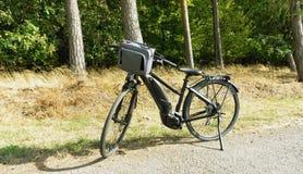 Μαύρο ηλεκτρικό Bicyle στοκ φωτογραφίες