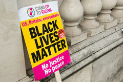 Μαύρο θέμα/στάση ζωών επάνω στη διαδήλωση διαμαρτυρίας ρατσισμού Στοκ Εικόνα
